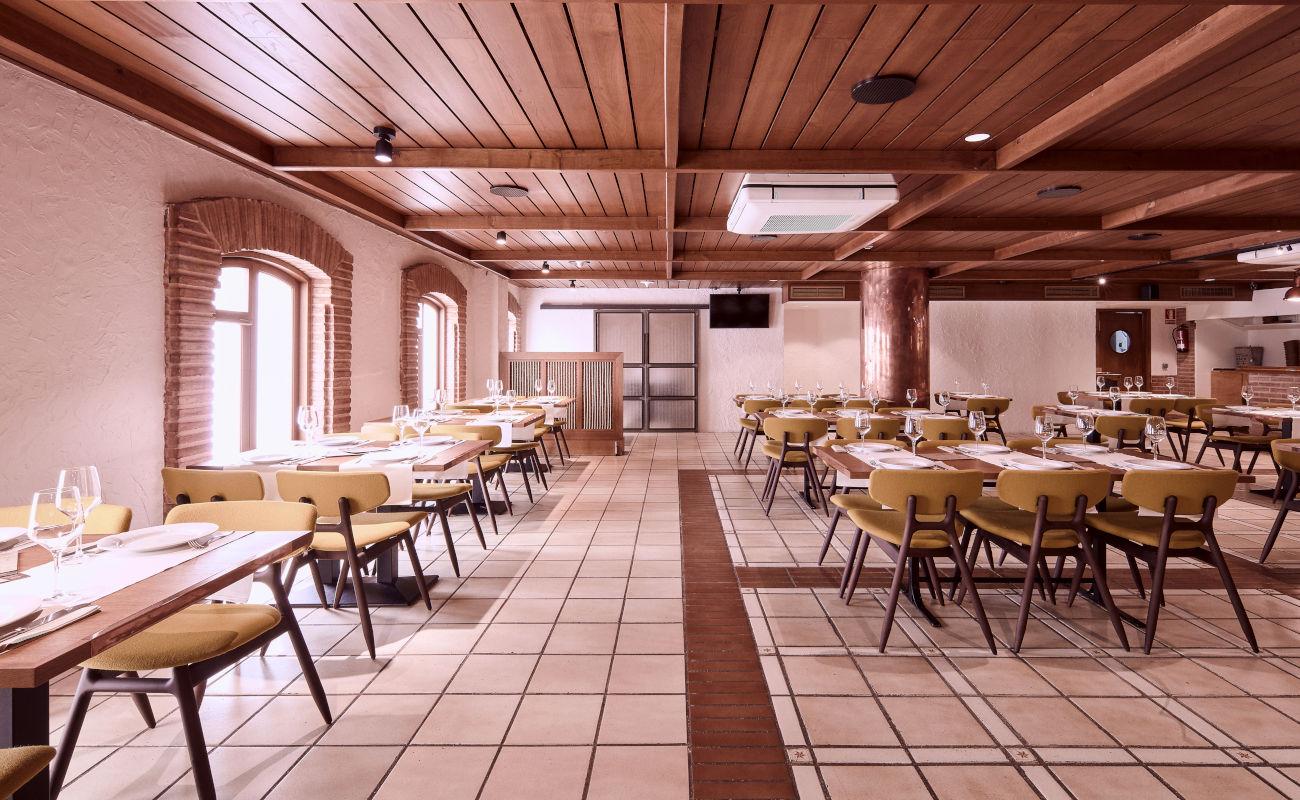 Restaurante de cocina tradicional gallega en la primera planta de la Cervecería Estrella de Galicia en A Coruña